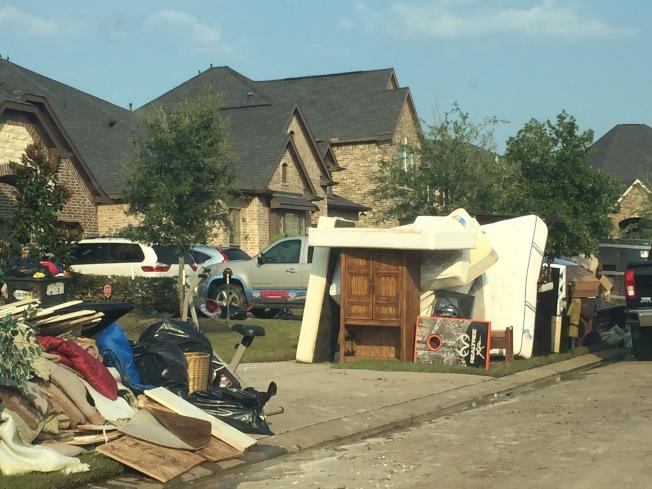 風災過後正開始重建家園,為了籌措足夠經費,休士頓市長特納計畫要提高地產稅。(記者郭宗岳/攝影)
