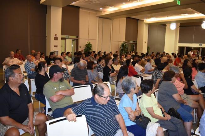 大麻商業化意見會現場有200逾人出席。(孟憲軍提供)