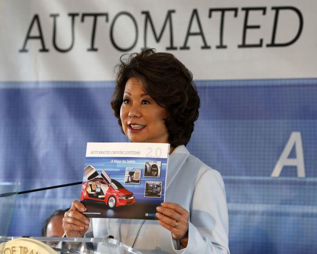 聯邦運輸部長趙小蘭發布新版「自駕車安全藍圖」。(Getty Images)
