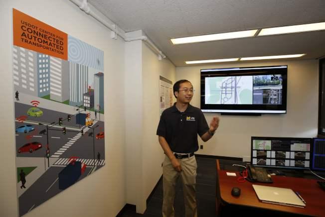密西根大學的Mcity藉車上電腦連線,來開發自動駕駛車。(Getty Images)