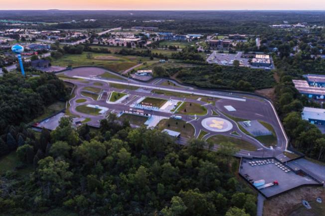 密西根大學Mcity啟用兩年來,已陸續完成多項無人車駕駛的大型測試。(密西根大學提供)