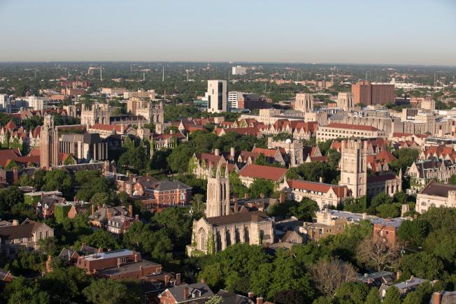位於芝加哥市南區的芝加哥大學,為伊州在全美大學中排名最佳的高等學府。(芝大臉書截圖)