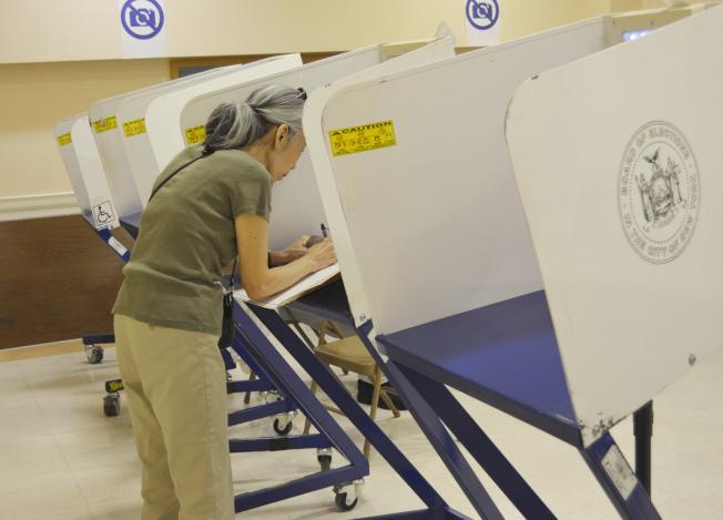 羅Teresa多年履行投票義務,用選票傳達聲音。(記者俞姝含/攝影)