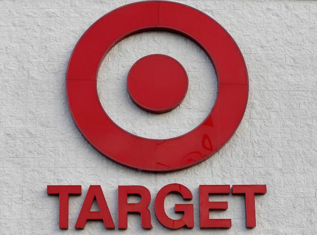 美國目標(Target)百貨計劃招募歷來最多的10萬名假日臨時員工,期望藉此一掃去年年底節慶假日銷售低迷的陰霾。(圖/美聯社)
