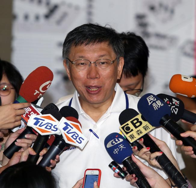 台北市長柯文哲在專訪中談及參加雙城論壇與舉辦世大運過程中,國安會、陸委會放他一人對付中國大陸。(記者曾吉松/攝影)