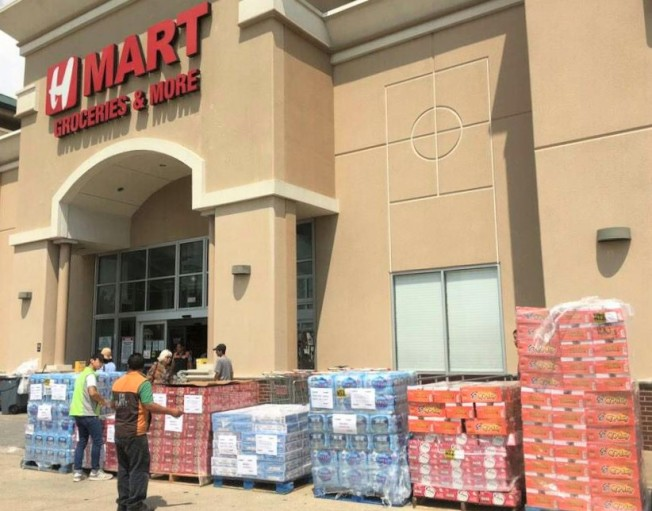 Hmart超市的捐贈物資。
