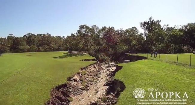 阿波卡出現天坑,被認為是厄瑪颶風造成。(阿波卡市府提供)
