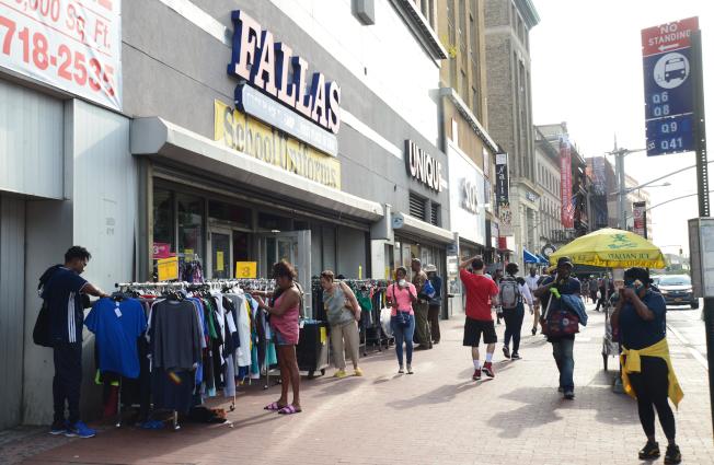 牙買加位於交通中樞,人口密集,有眾多小商家,與哈林區有共同點。(記者許振輝/攝影)