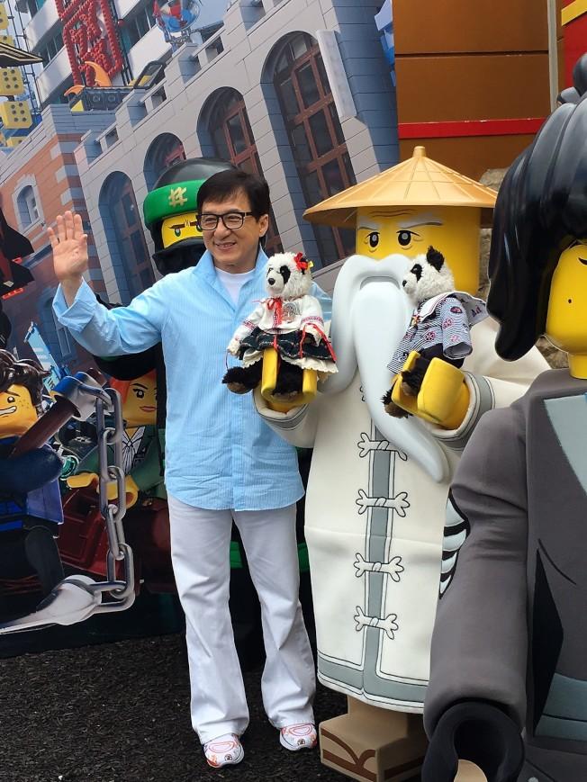 成龍出現在加州樂高主題樂園,宣傳新片。(記者馬雲/攝影)