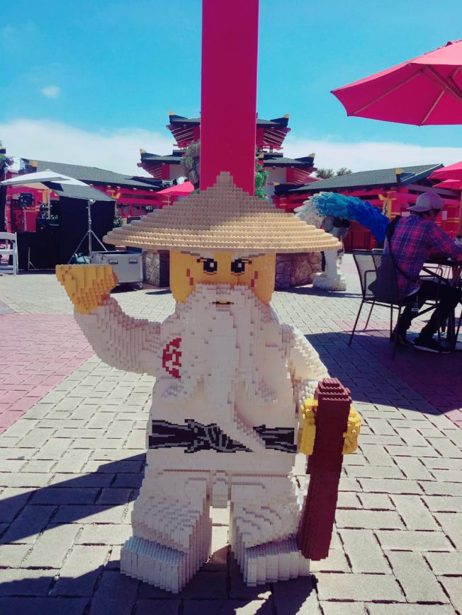 成龍配音的吳師傅樂高角色在樂高忍者樂園內。(記者馬雲/攝影)