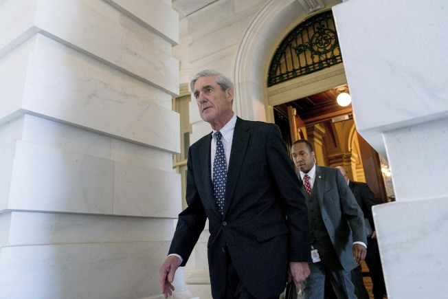 特別檢察官穆勒(左)要求白宮提供炒掉前聯調局長柯米的相關文件。(路透)