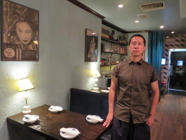 張弦在其位於曼哈頓的中餐店「傾城」內。(記者陳小寧/攝影)