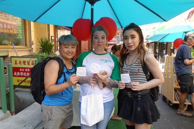 Amber Seang(中)與家人從馬里蘭趕來參加。(記者金春香/攝影)