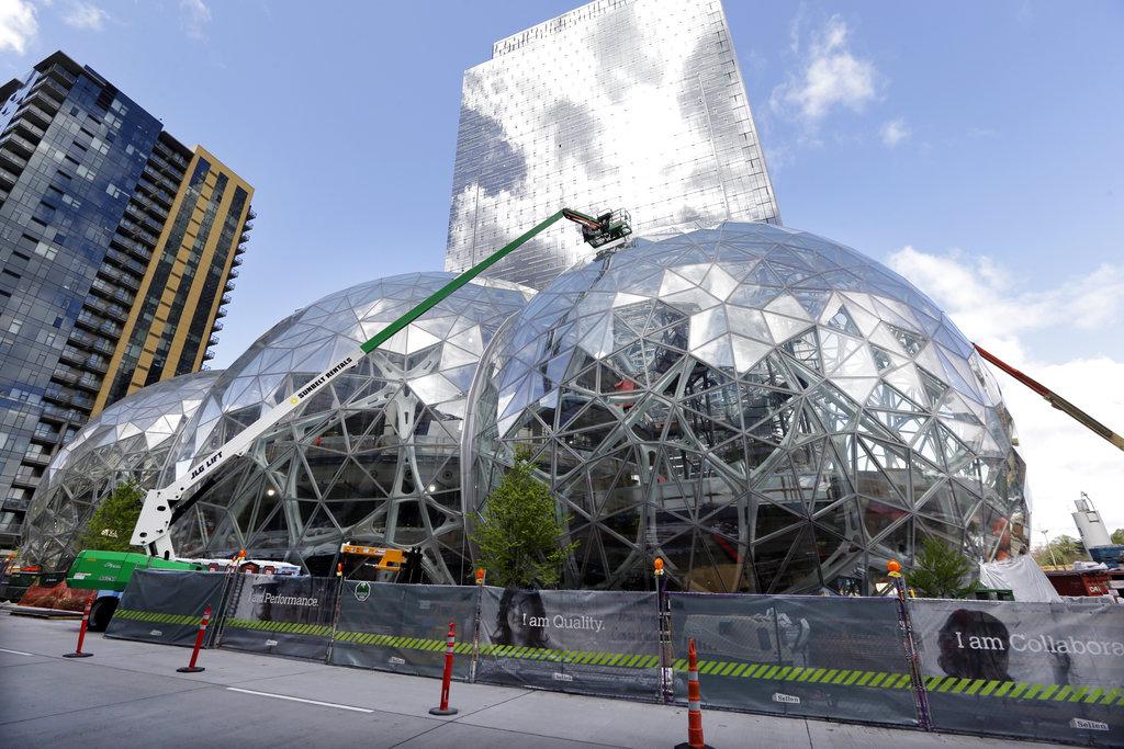 圖為位在西雅圖的亞馬遜總部在進行維修工程。美聯社