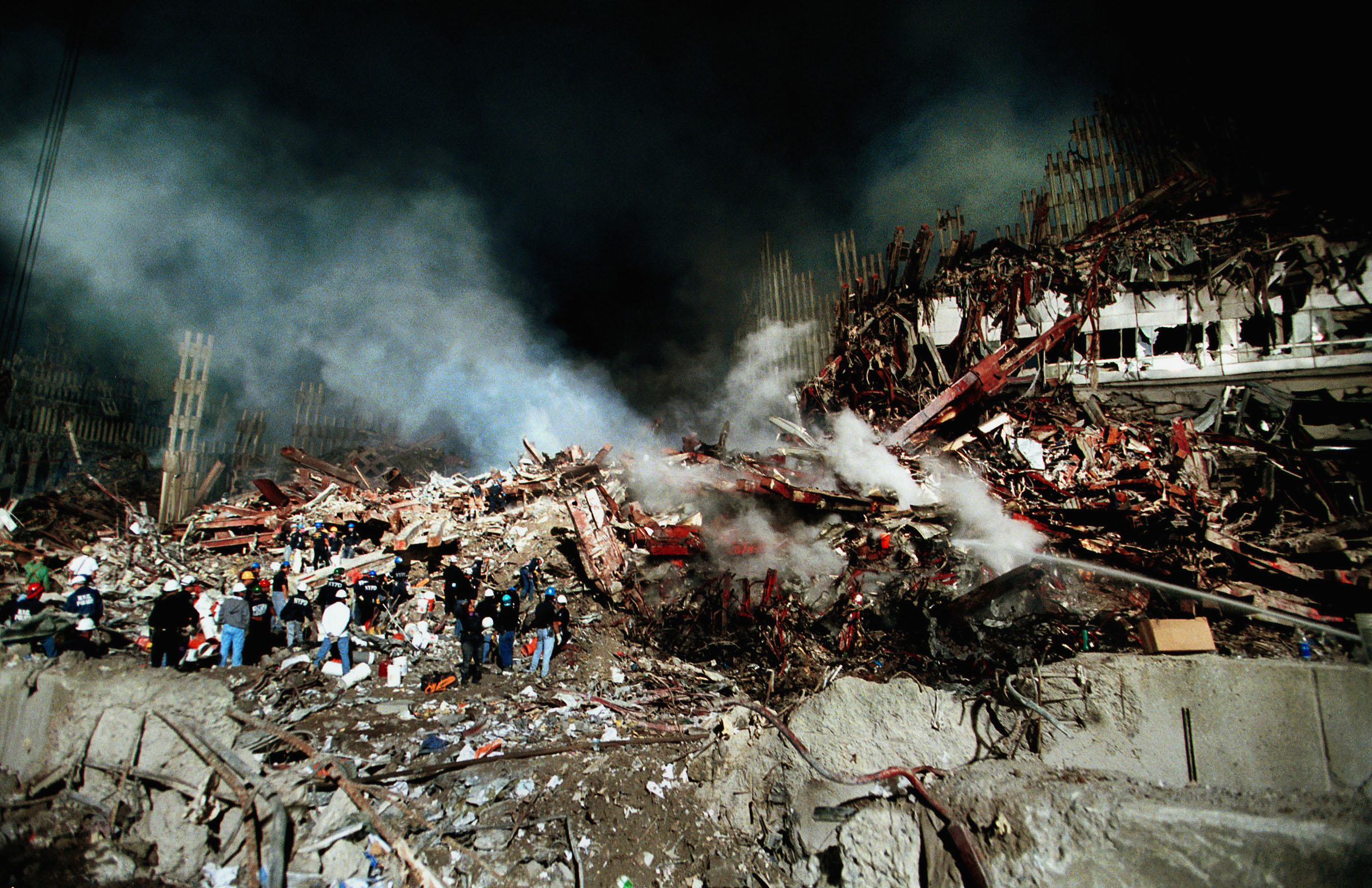 雙子星大廈一帶斷垣殘壁。(Getty Images)