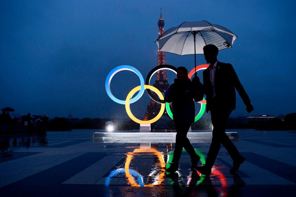 巴黎艾菲爾鐵塔前的奧運裝置。(Getty Images)