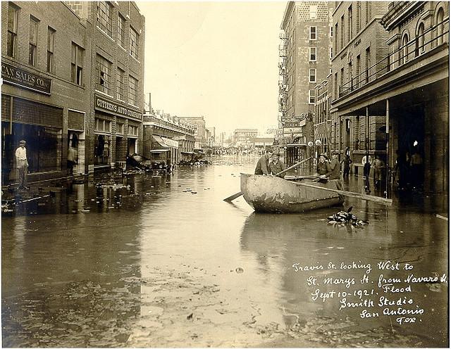 1921年9月7日,德州聖安東尼奧(San Antonio)遭遇了史無前例的洪災肆虐。(網路圖片)