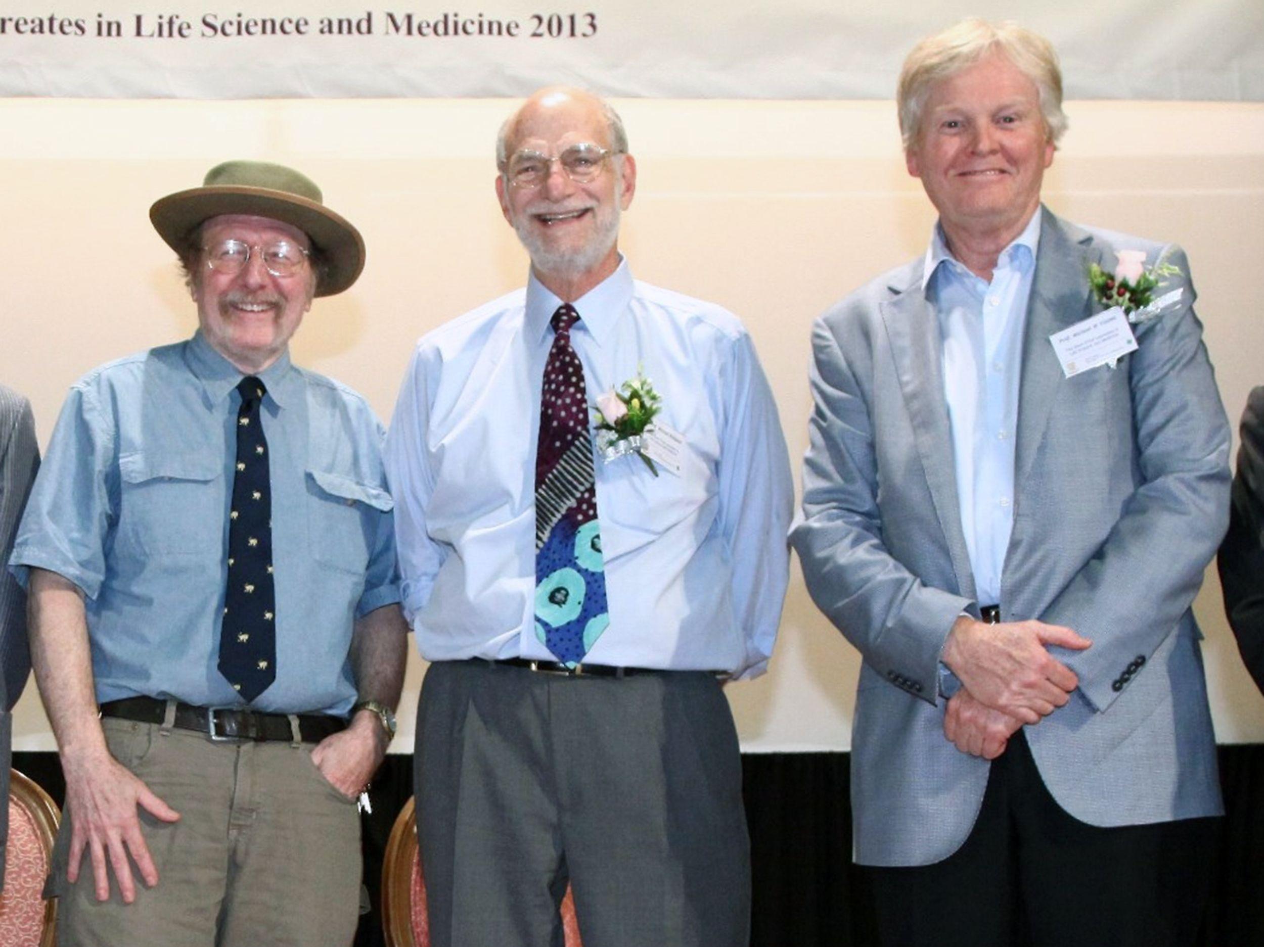 生理或醫學獎得主,是由三位美國遺傳學學者霍爾(Jeffrey C. Hall,左起)、羅斯巴什(Michael Rosbash)和麥可·揚(Michael W. Young)以研究掌控晝夜規律的分子機制而共同獲此殊榮。(路透)