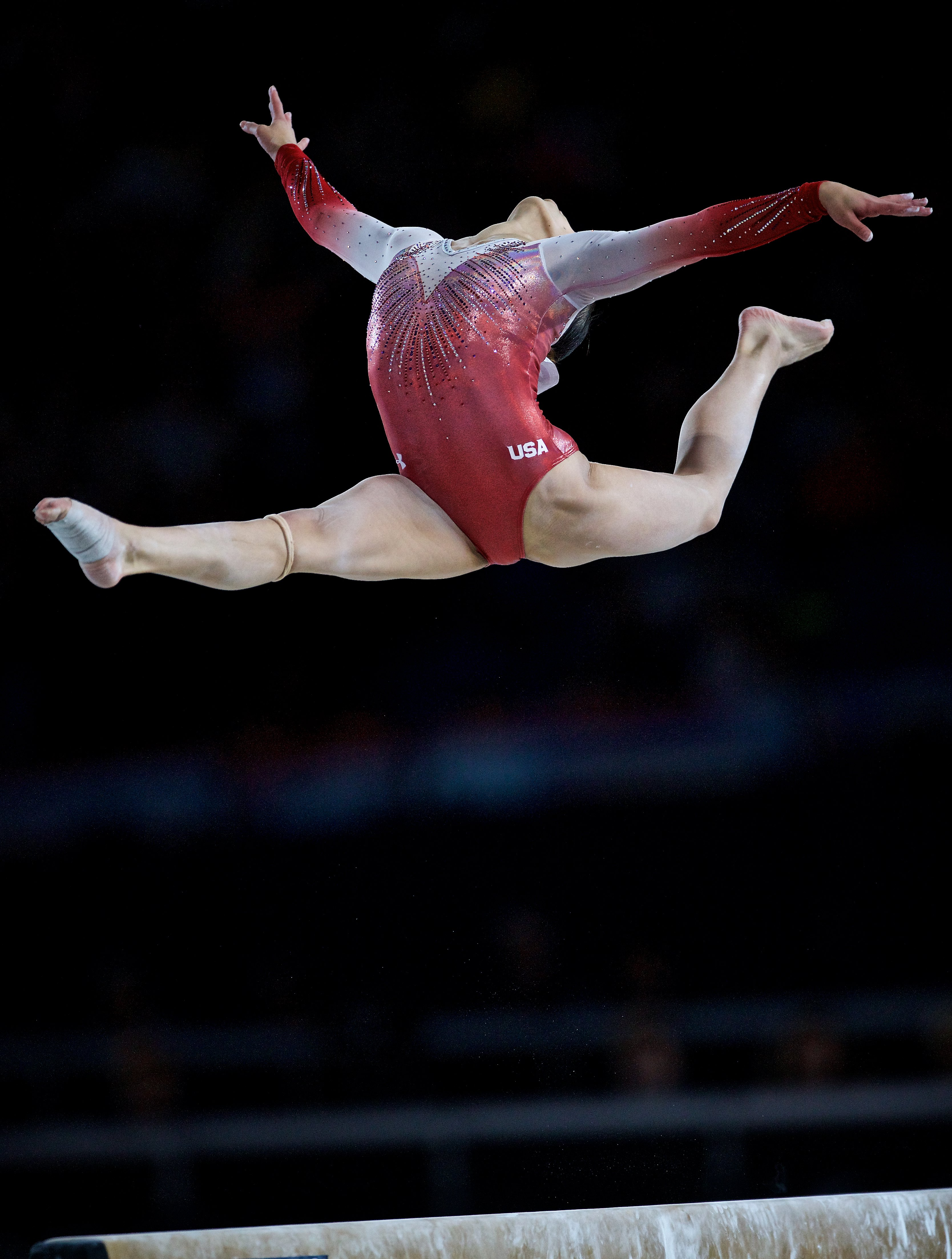 華裔少女吳穎思(Morgan Hurd) 8日在體操世錦賽單項平衡木比賽中,再奪得一面銀牌。(歐新社)