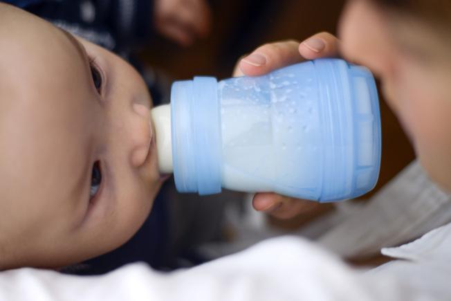嬰兒喝奶。(Getty Images)