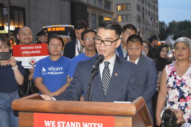 劉Tony表示,痛苦的經歷讓他深知沒有沒有身分可能遭受各種不公平待遇,呼籲國會通過夢想法案。(記者俞姝含/攝影)