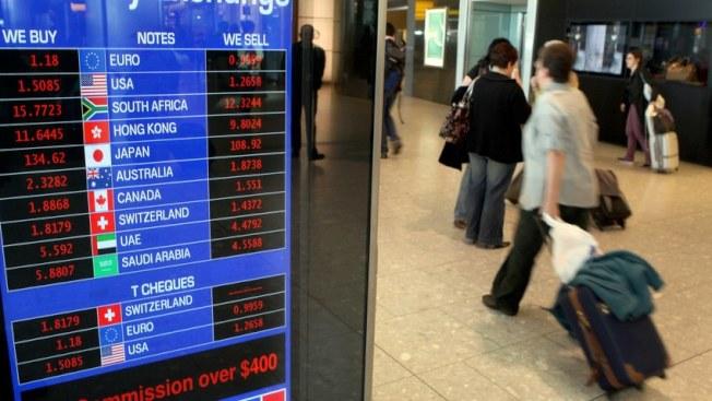 機場兌換外幣昂貴並非秘密,多數收取5元到15元的服務費,而匯率比標準銀行匯率差了7%到15%。(Getty Images)