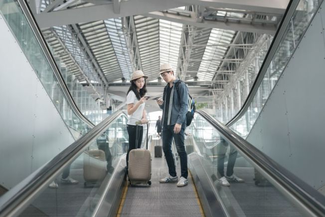 搭機想省錢,最好的方法就是不讓航空公司有額外收費的機會,只帶個隨身行李。(Getty Images)