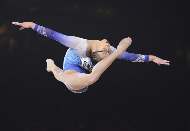夏松4日在體操世錦賽女子全能決賽中的優美姿態,最終奪冠。(歐新社)