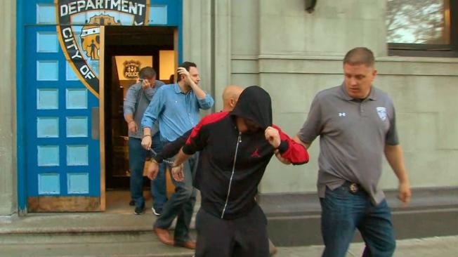 濫用偽造停車證,30人被曼哈頓地區檢察官萬斯起訴。(翻攝自視頻)