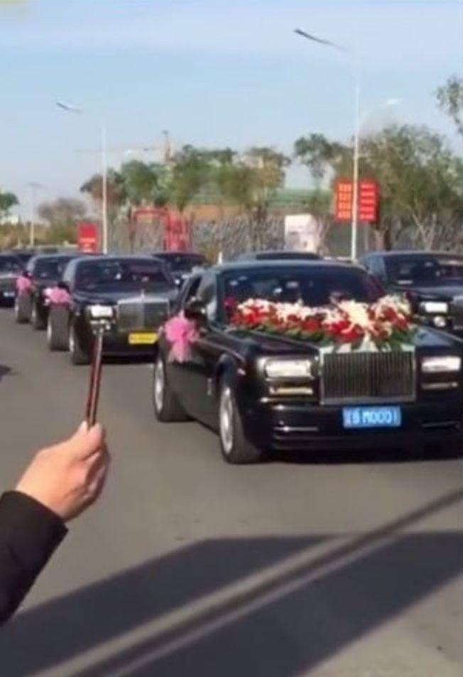 黑龍江豪華婚禮,百輛勞斯萊斯迎親。(視頻截圖)