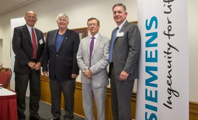 三家強大的合作夥伴在宣布會後合影。左起Northrop Grumman太空系統總經理 Jeff Grant、佛州理工學院教授Michael Grieves、校長Dwane Mccay,西門子PLM軟件總裁及執行長Tony Hemmelgarn。(取自佛州理工學院網站)