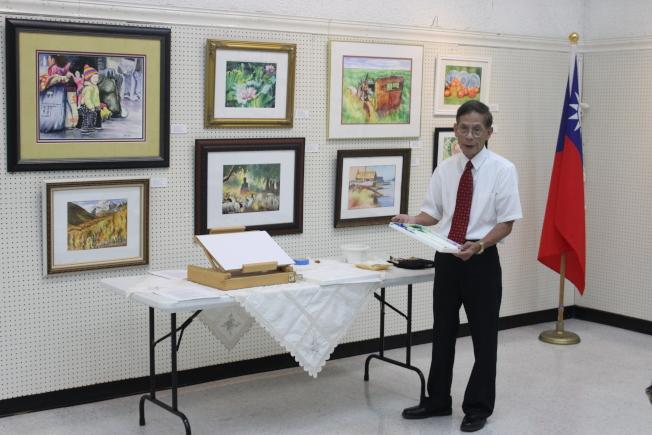 陳慶衡於現場準備了多樣常用繪畫工具,並親自示範。(記者郭宗岳/攝影)
