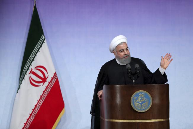 川普曾矢言撕毀前總統歐巴馬與伊朗達成的限制發展核武協定,但美國片面毀約的風險很大。伊朗總統羅哈尼說,要廢除伊朗核協定,「十個川普也辦不到」。(美聯社)