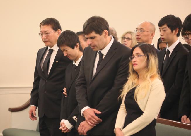 劉美芸悲痛的父親劉志強(左起)、哥哥劉心誠和媽媽羅麗玲(右)。(記者張蕙燕/攝影)