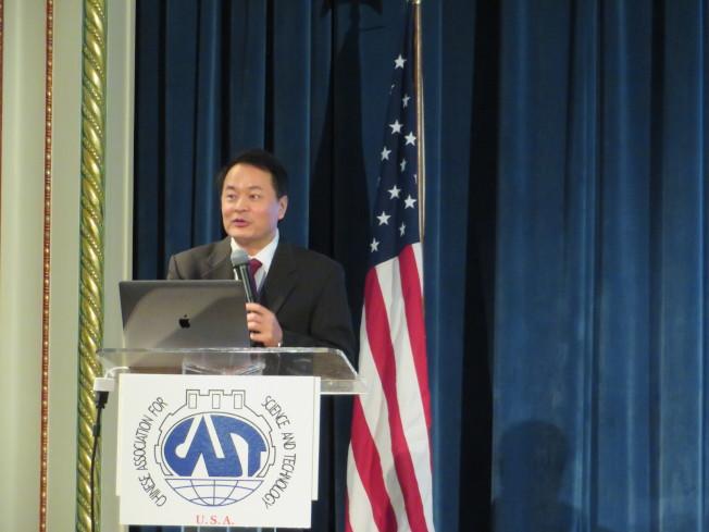 謝曉亮發表主旨演講,看好基因診斷治療前景。(記者陳小寧/攝影)