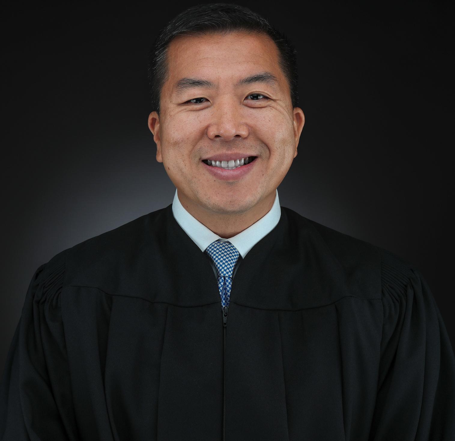 明州第七司法區法官王善忠,是該區第一位亞裔法官。(王善忠提供)