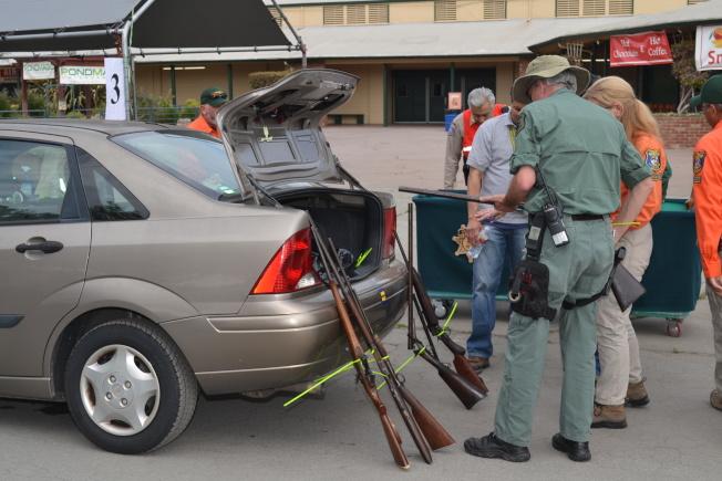 灣區民眾積極響應槍械回購。(本報檔案照)