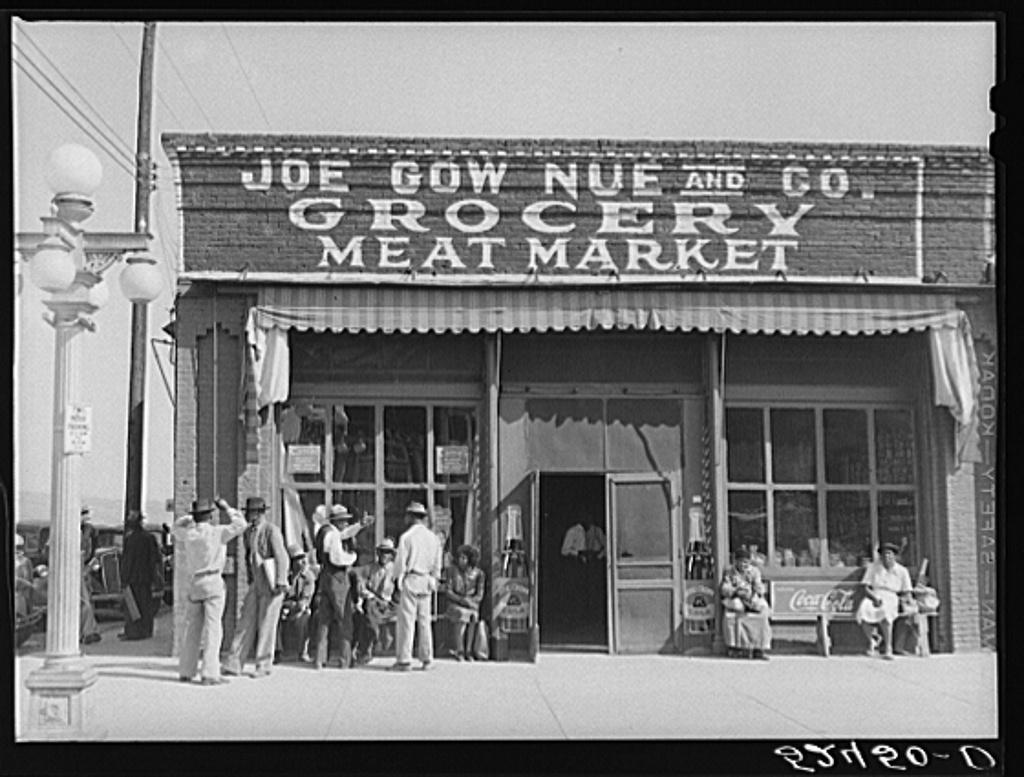 1920到1940年代,很多住在南部的華人移民選擇開雜貨店,包括林家,因為開店使他們成為「商人」 ,可獲華工被禁申請的特別許可。(國會圖書館)