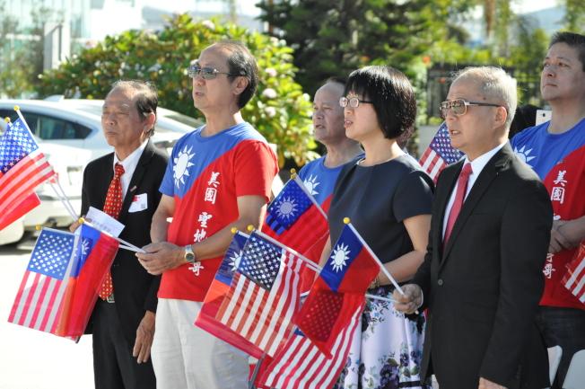 聖地牙哥僑學界舉行中華民國106年雙十國慶升旗典禮,場面莊嚴隆重。(記者陳良玨/攝影)