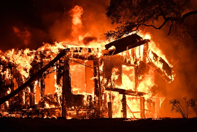 北加納帕郡8日到9日山火四起,至少1500民宅被大火吞噬。(Getty Images)