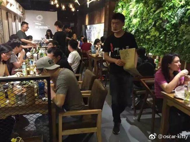 「柳葉刀」吸引不少食客。(取材自微博)