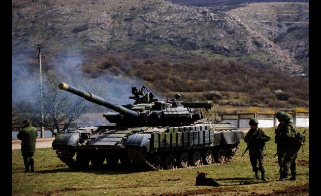 俄軍戰車2014年開進克里米亞。 (美聯社)