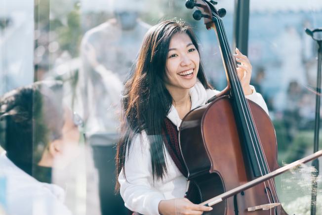 中提琴家周昀今年初在台中舉行Music, Distance, and one minute of just us展覽。(周昀提供)