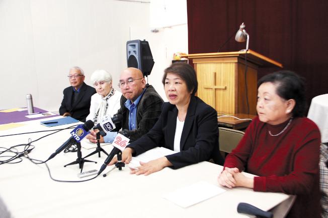 日落區反大麻華裔代表舉辦新聞發布會,維護太平洋法律協會,譴責市議員。(記者李/攝影)