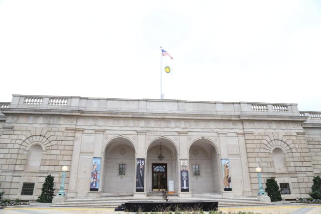 佛利爾美術館門前的廣場將有露天表演和露天美食,免費向公眾開放。(記者羅曉媛/攝影)