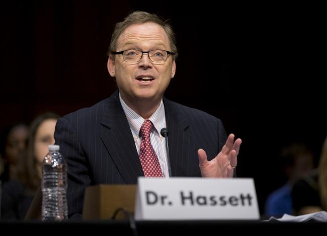 白宮經濟顧問哈塞特表示,川普政府的稅改計畫實施後,中產階級家庭的實際收入可望增加約4000元。(美聯社)