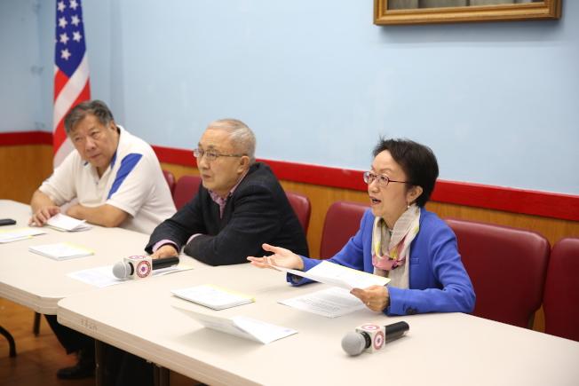 陳倩雯(右起)與蕭貴源、吳愷呼籲華人抓緊最後兩天登記選民。(記者洪群超/攝影)