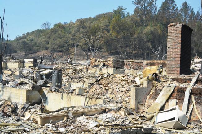 藺春新和太太黃豔瓊位於Foutain Grove的房子,被大火夷為平地。(記者劉先進/攝影)
