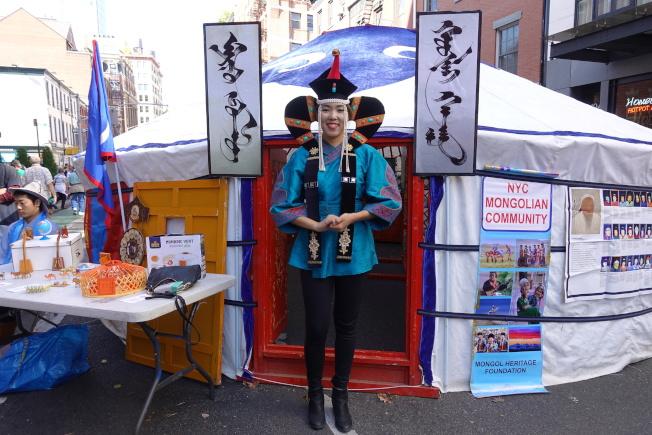 Azjargal Tsogtsaikhan介紹蒙古對絲綢之路的重要作用。(記者金春香/攝影)