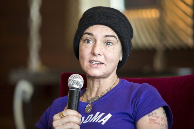 愛爾蘭女歌手辛妮歐康諾在匈牙利接受訪談。(美聯社)